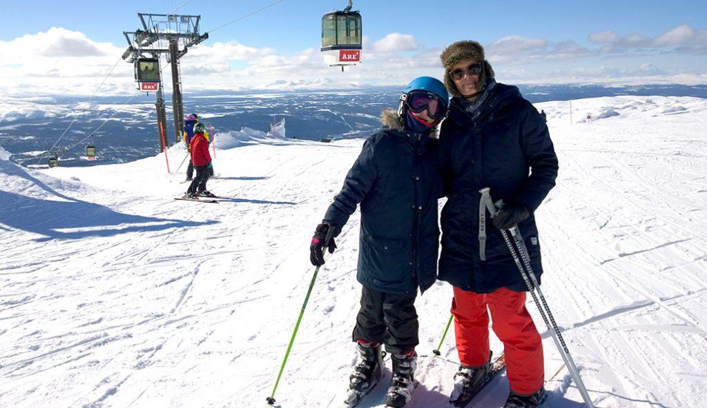 Två skidåkare i Åres högzon